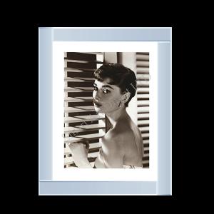 Audrey Hepburn Pose